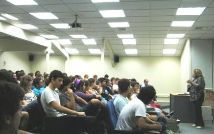 Alumnos de Medicina en charla