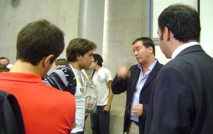 Alumnos debaten con el diputado