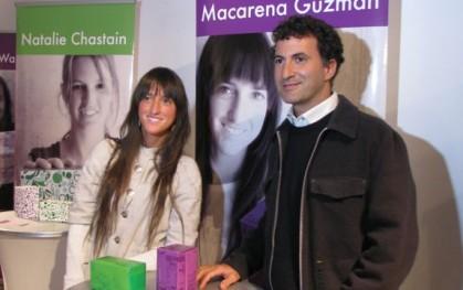Macarena Guzmán junto al organizador del concurso