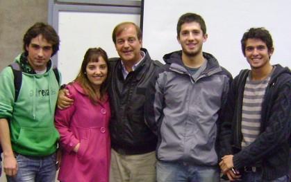 Francisco Vidal junto a alumnos asistentes