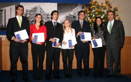 Lionel Sotomayor y alumnos de Ingeniería Civil Industrial