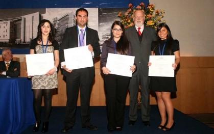 Ernesto Silva, junto a alumnos titulados