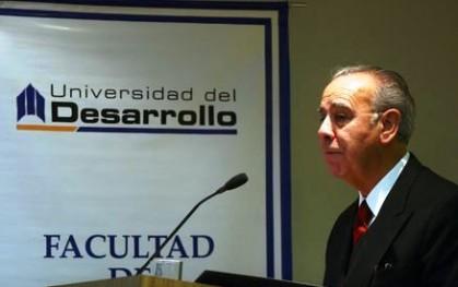 Gabriel Rioseco dictando la charla Los Estudiantes de Derecho y su Proyección