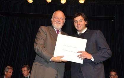 Ernesto Silva, rector de la UDD junto a Felipe Caravía
