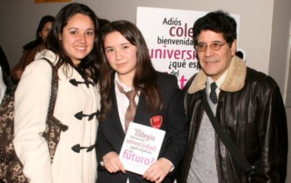 Alumna premiada y su familia