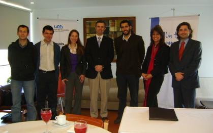 Miembros del SPI y de Un Techo para Chile