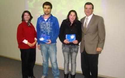Ítalo Tassara junto a alumnos premiados