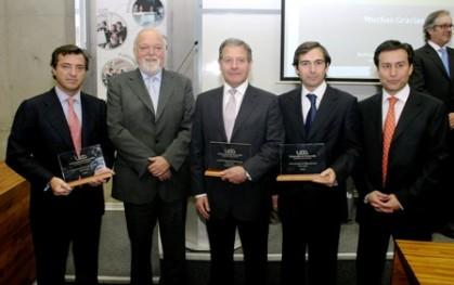 Premiados con el rector de la UDD, Ernesto Silva