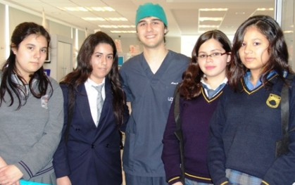 Estudiantes visitan clínicas de UDD