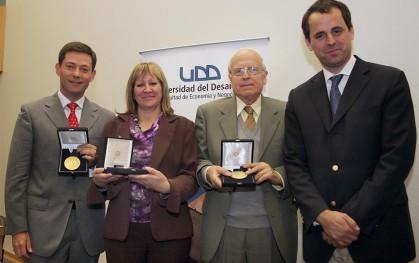 Rodrigo Castro junto a emprendedores premiados