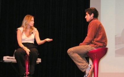 Soledad Onetto invita a un asistente al curso