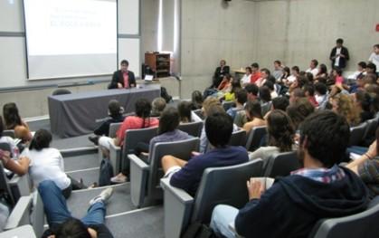 Juan Carlos Ortiz expone en la UDD
