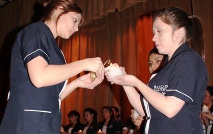 Alumnas de Enfermería comparten la luz