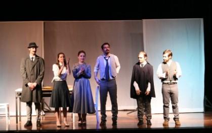 Presentación de los alumnos de Medicina y Teatro