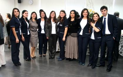 Nuevos enfermeros junto a sus docentes