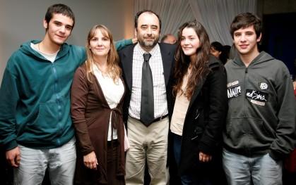 Eugenio Guzmán junto a parte de su familia