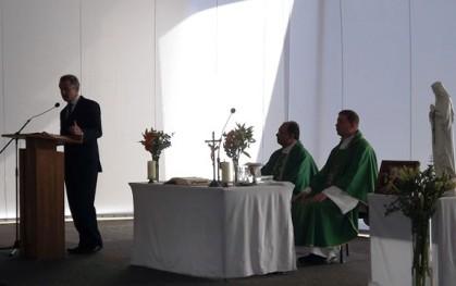 Rector Federico Valdés en la ceremonia religiosa