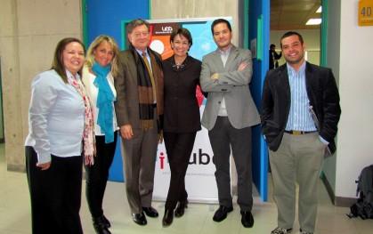 Equipo iCubo junto a Isabel Garretón y su marido