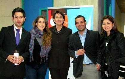 Isabel Garretón, junto a alumnos y miembros de iCubo