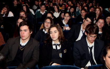 Estudiantes presenciando el seminario