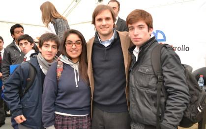 Alumnos y Jaime Belollio