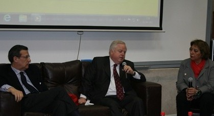 Panel en la UDD
