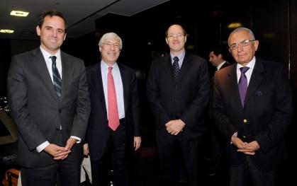 Rodrigo Castro, Mark Kramer, Dane Smith y Carlos Cáceres