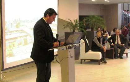 Decano Pablo Allard presenta a Kazuyo Sejima