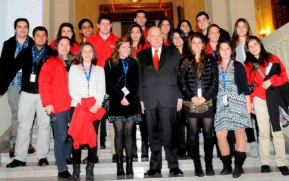 Los estudiantes junto a José Miguel Insulza