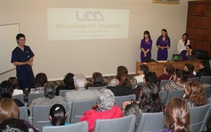 Los estudiantes junto a los asistentes
