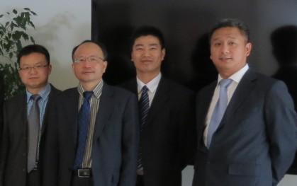 Miembros de SWUST junto a Yun Tso Lee