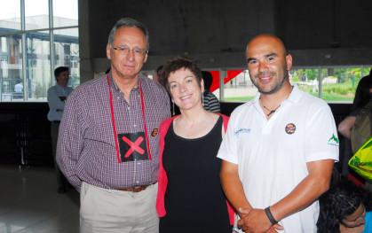 El decano de la Facultad de Ingeniería, José Manuel Robles, María Emilia Correa y Germán Recabarren.