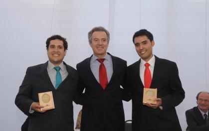 Federico Valdés junto a Daniel Campos y Marco Muñoz