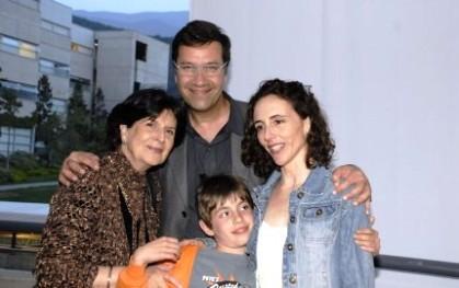 Gloria Carranza, Alvaro Pacull y Úrsula Bravo e hijo
