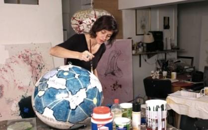 Klaudia Kemper trabajando en su obra