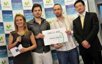 Nicolás Calderón y Francisco del Campo reciben el premio por categoría de prensa digital
