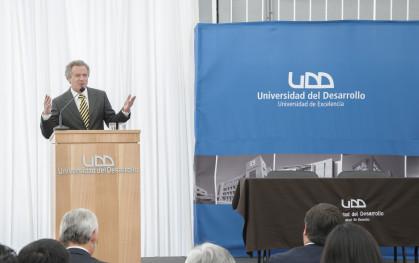 Rector de la UDD, Federico Valdés