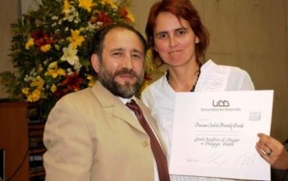 Renzo Briceño y graduada