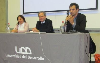 Tatiana Gurovich, Rui Martins y Nicolás Lemus en mesa redonda sede Santiago
