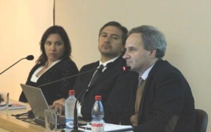 Tatiana Gurovih, Rafael Quezada y Rui Martins en mesa redonda sede Concepción