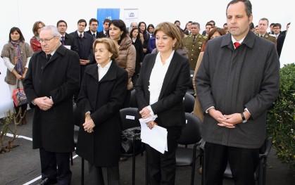 Autoridades de la Facultad y familiares del profesor Pecchi