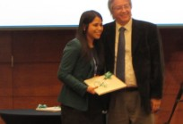 Macarena Chepo recibe premio