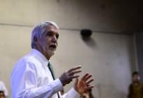 Enrique Peñalosa con alumnos de Arquitectura UDD