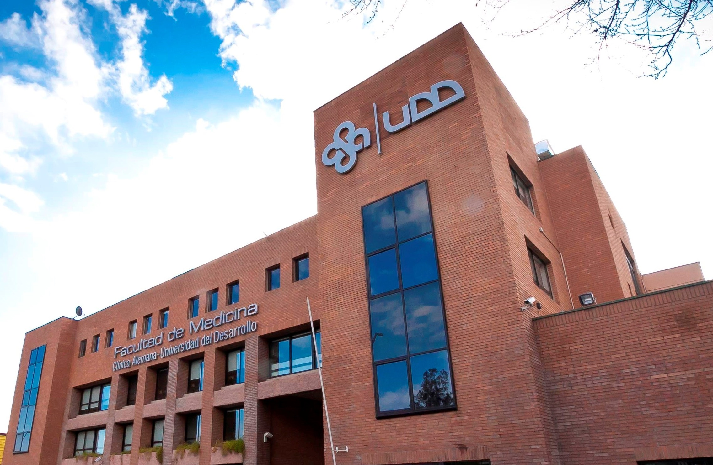 Udd: Medicina UDD Recibe Acreditación Por 6 Años