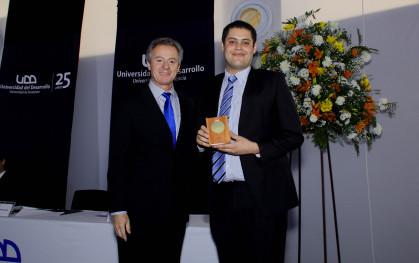 El rector Federico Valdés junto a Gabriel Garat