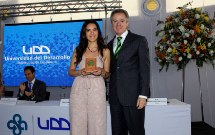 El rector Federico Valdés junto a Magdalena Latorre