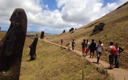 Alumnos de Arquitectura en Isla de Pascua