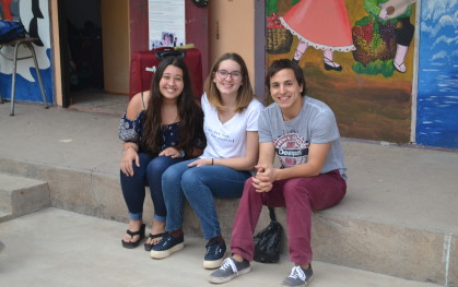 DSC_0024 Emily Holger, Sofía Babun y José Zepeda, todos de Medicina UDD.