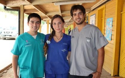 Manuel Velásquez, Constanza Saavedra y Christopher Price.