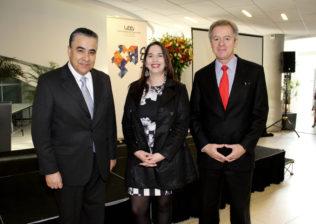Claudio Muñoz (Pdte. Telefónica Chile), Loreto Bravo (Directora Instituto Data Science) y Federico Valdés (Rector UDD).